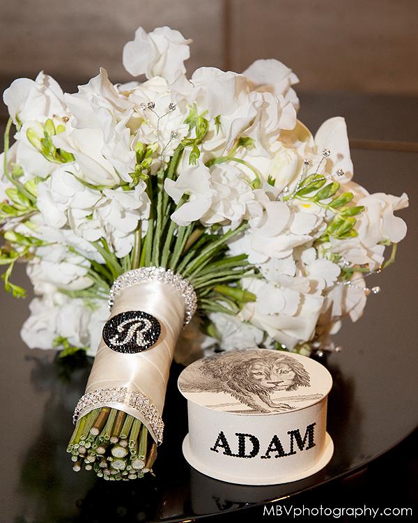 Modern Bride Bouquet by Tantawan Bloom