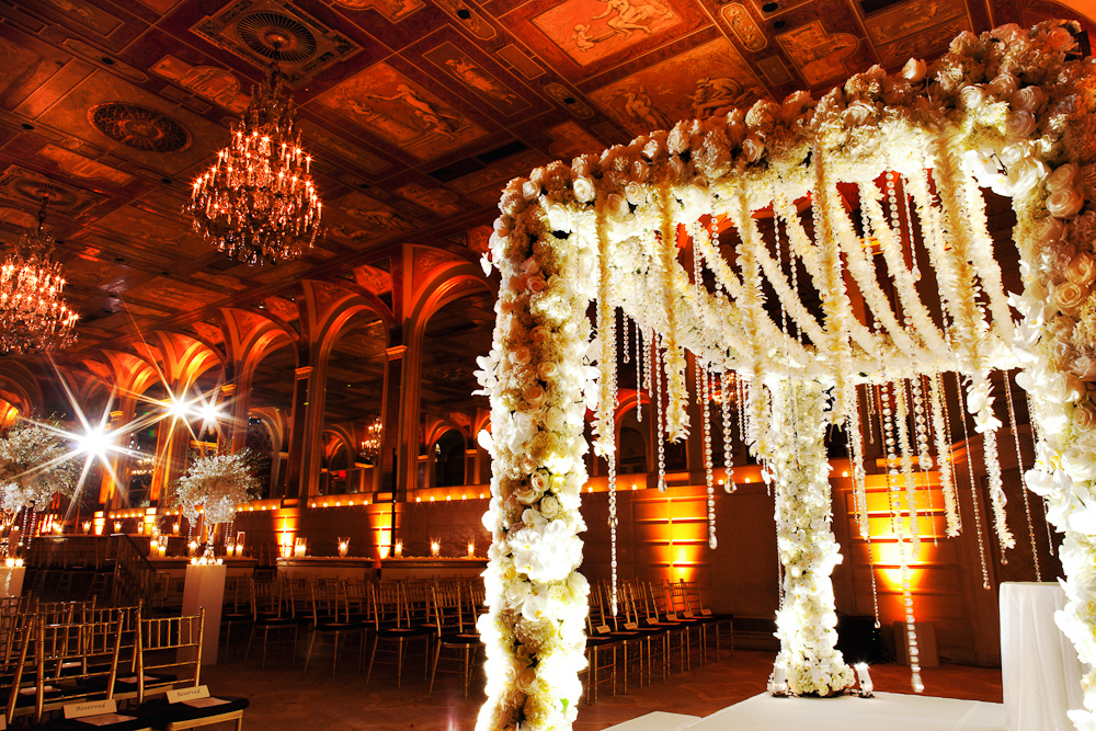 The most beautiful Chuppah design by Tantawan Bloom