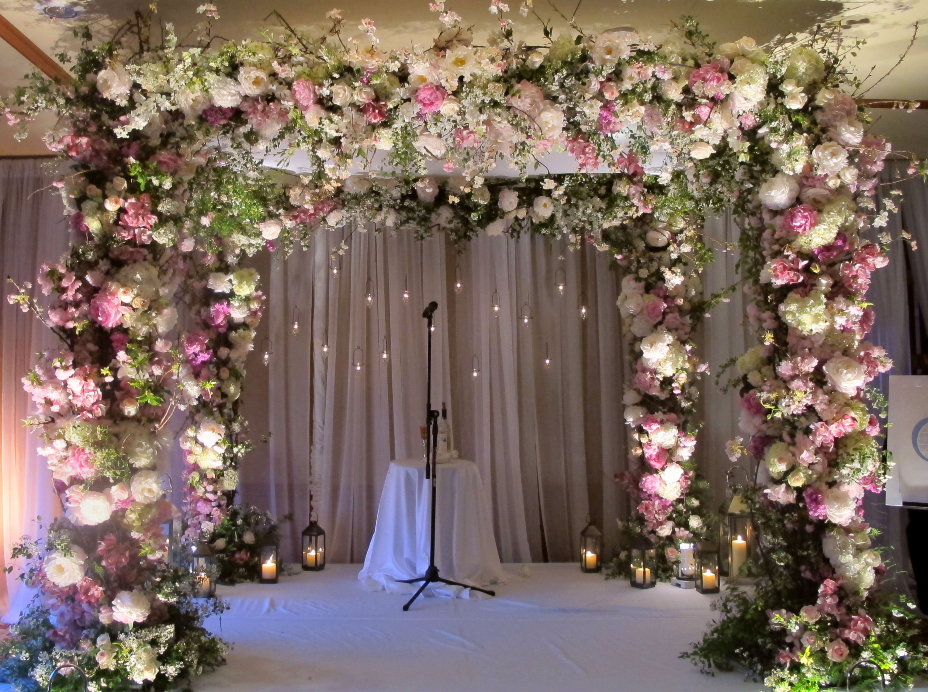The wedding chuppah design by Tantawan Bloom