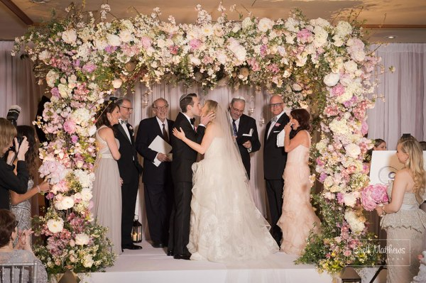 The-most-beautiful-chuppah-design-by-Tantawan-Bloom